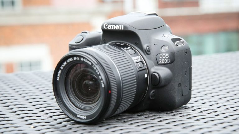 canon-eos-200d - kamera terbaik untuk pemula