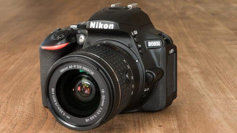 nikon-d5600_front - kamera terbaru untuk pemula