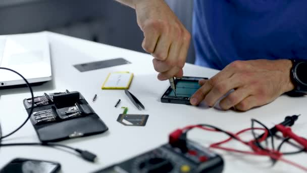 gadget technician