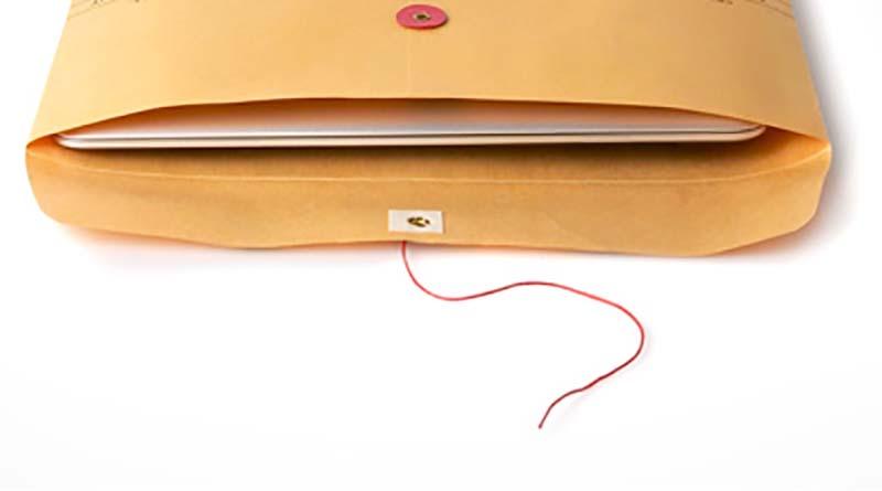 laptop tipis didalam amplop
