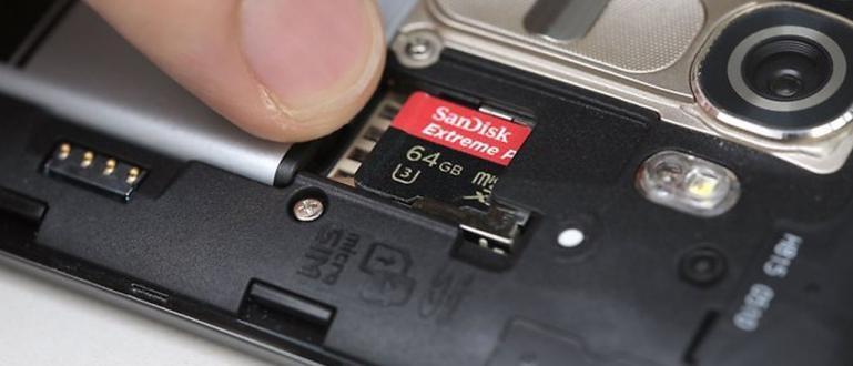 Cek Posisi Kartu Micro SD