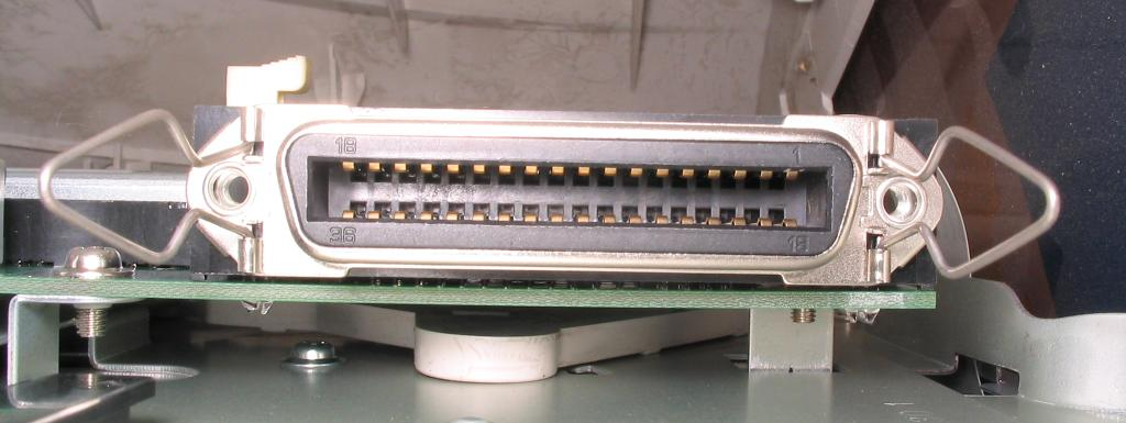 Port Paralel atau Port Centronics 36 Pin