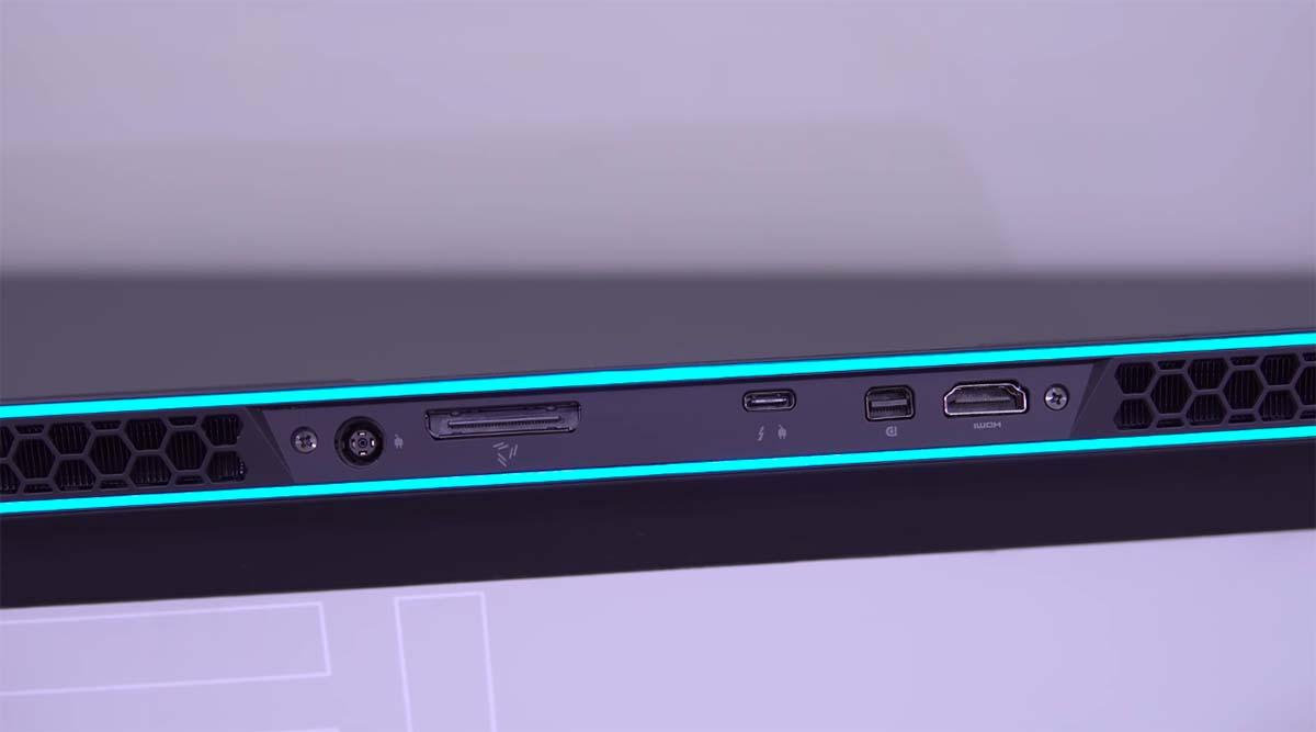 alienware m15 r3 port belakang