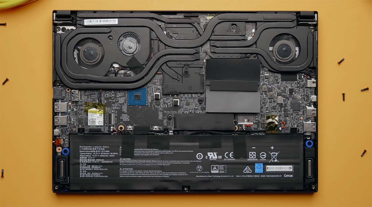 MSI GS66 Stealth internal