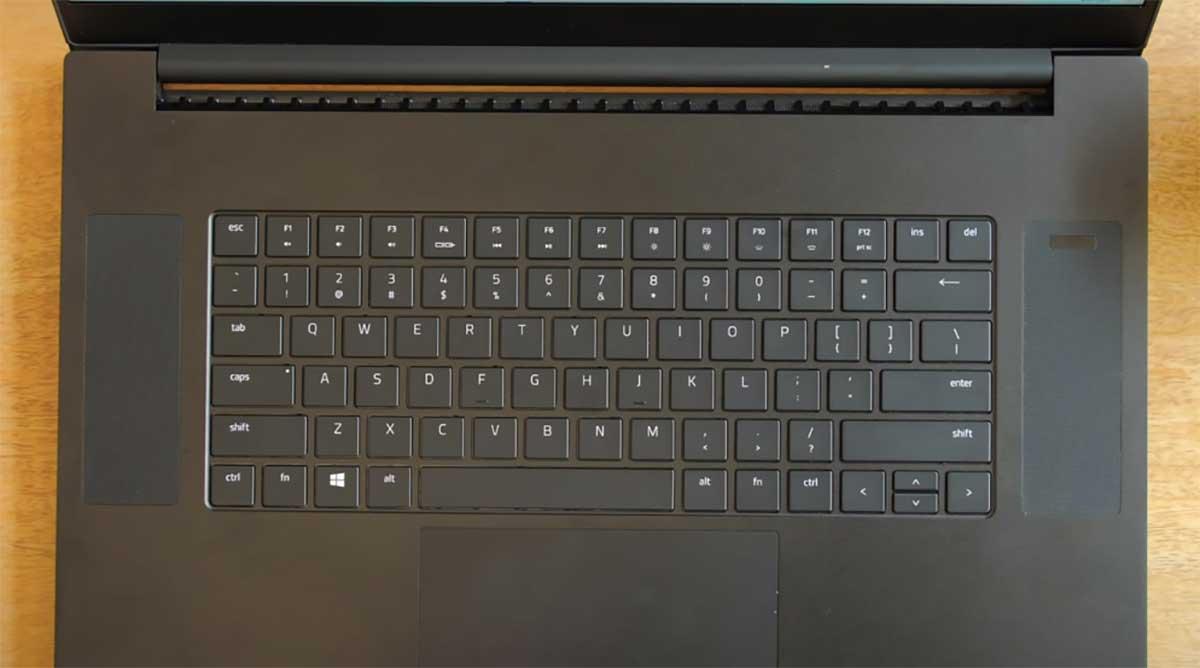 Razer-Blade-Pro-17-(2020)-keyboard