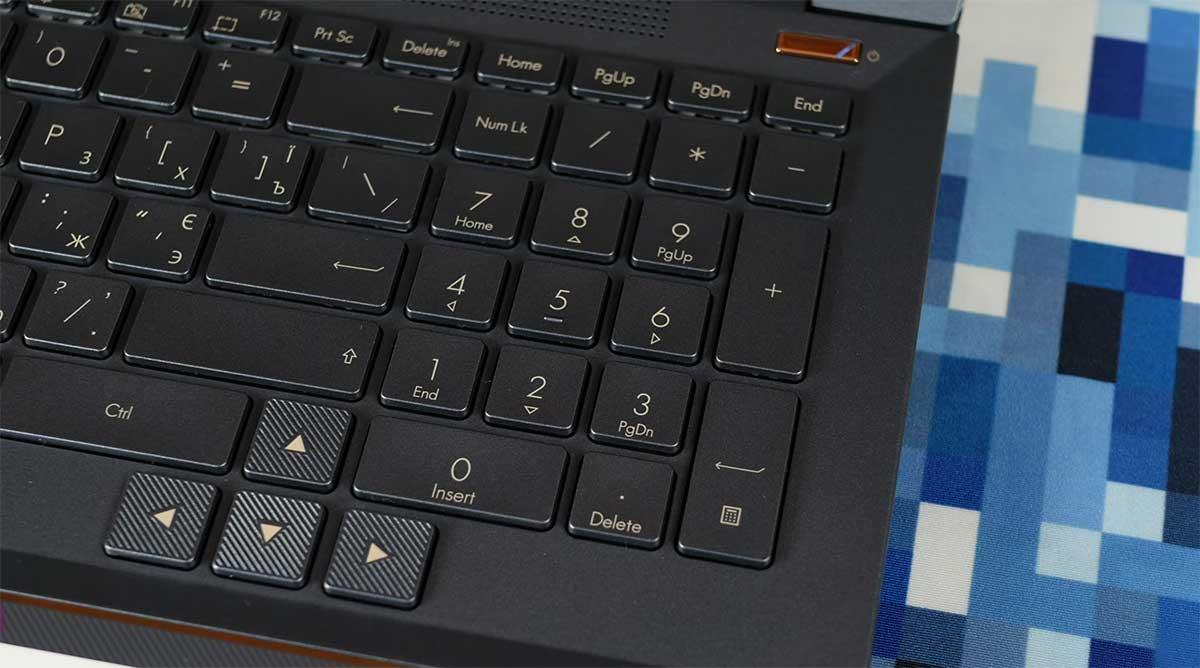 Asus-Pro-Art-Studiobook-Pro-X-W730-numpad